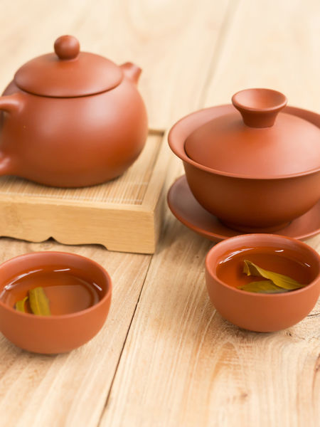 Historians believe that tea houses first began in China during the Tang dynasty's Kaiyuan era.