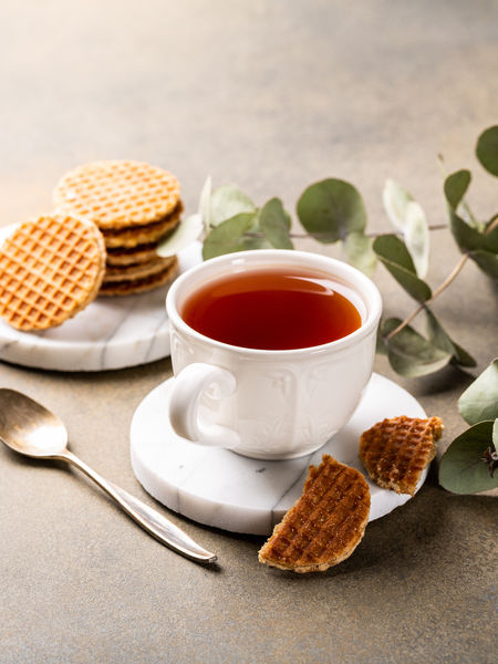 Sweet and astringent, I like to have a cup of English Breakfast with a stroopwafel.